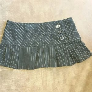 Mini skirt black and silver w buttons sz small